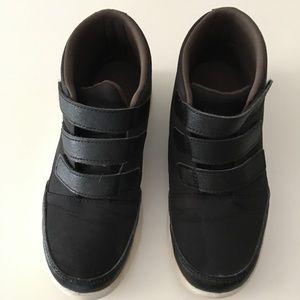 Black American Eagle Shoes sz 1.5